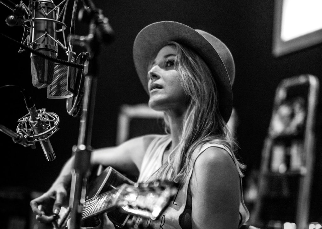Jewel rehearsing
